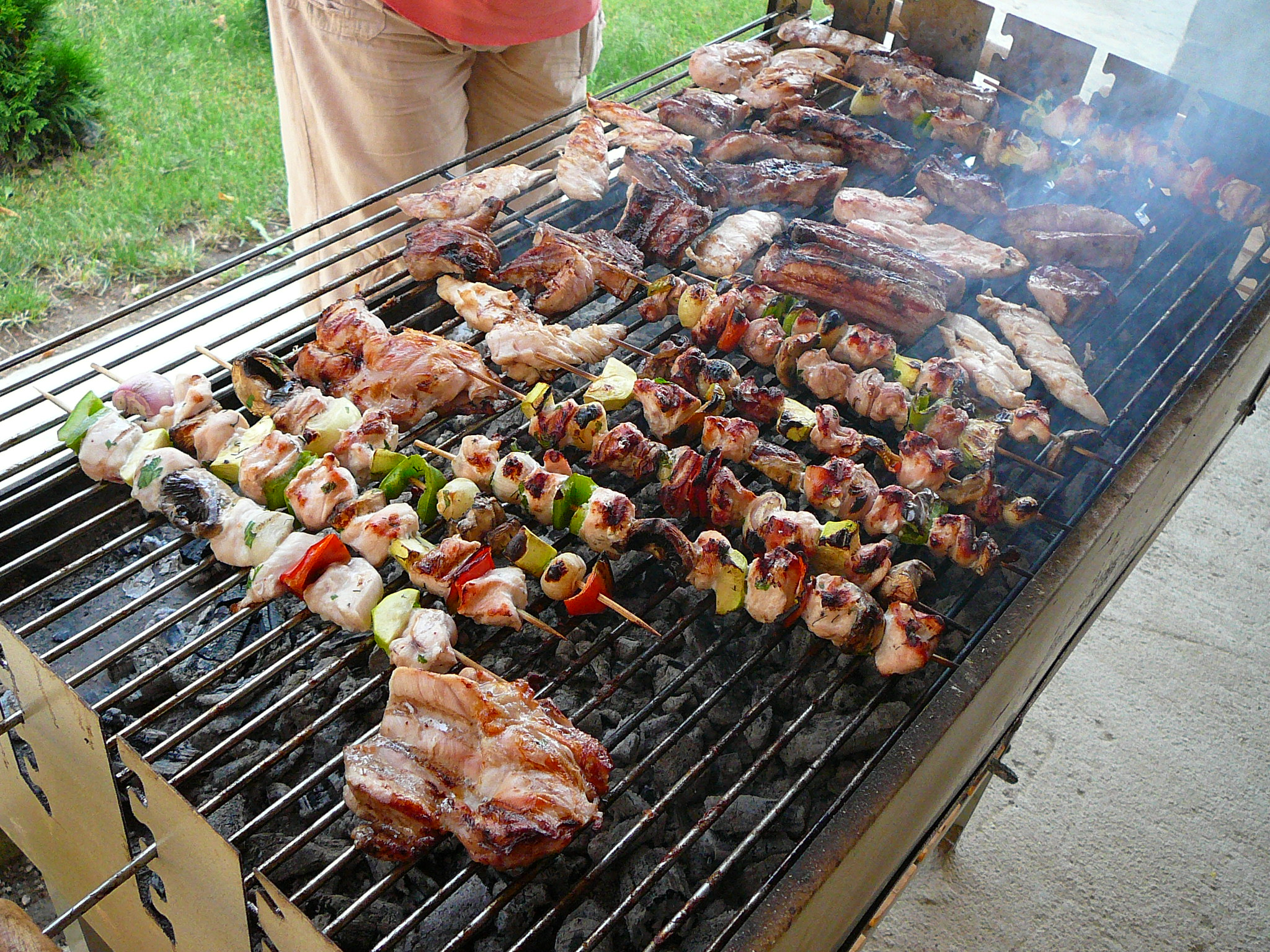 Outdoor, Dining, Barbecuing